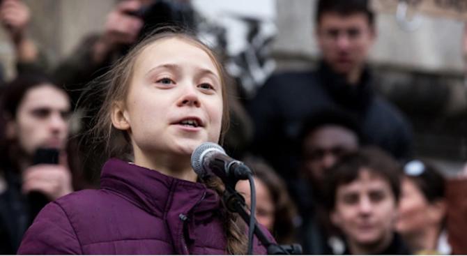 Хиляди се събраха на протест срещу климатичните промени в Бристъл