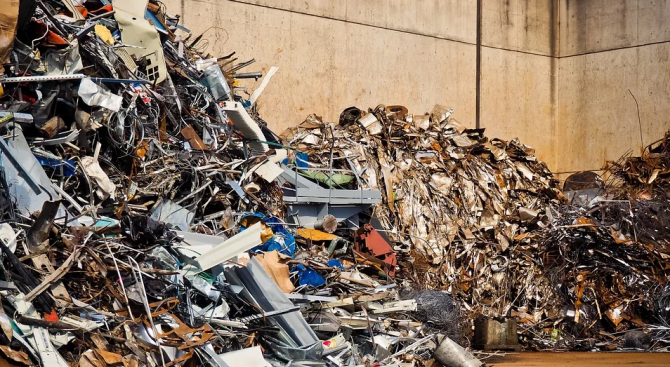 Почистиха 1 тон отпадъци в района на мост в Русе