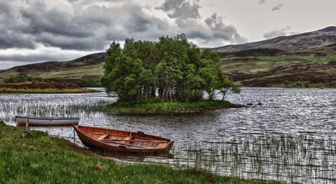 Иманяри източвали езеро, за да търсят съкровища