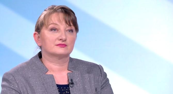 Деница Сачева: Искат ми оставката, защото спазвам закона