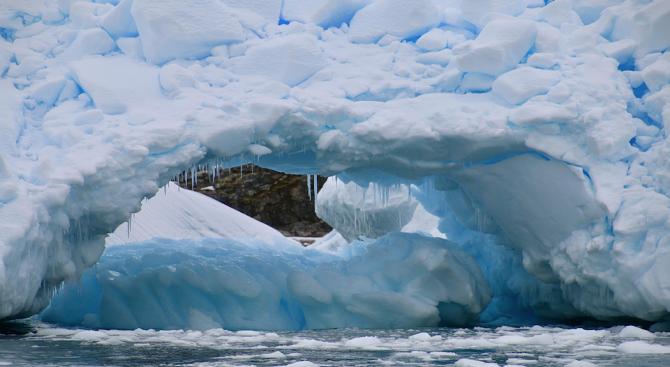 Учени изследваха езера под антарктически ледници