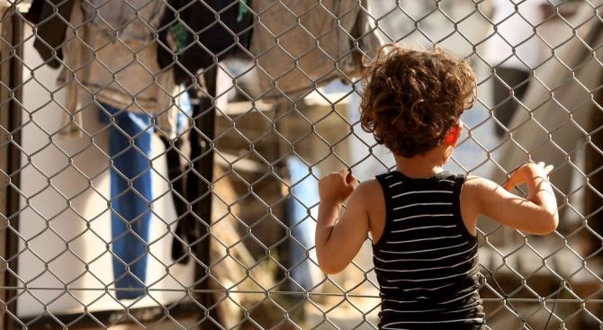 Някои страни от ЕС са готови да приемат доброволно до 1500 деца мигранти от Гърция