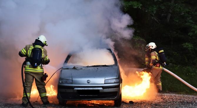 Кола се запали в движение в Кърджали