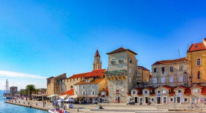 От утре в Хърватия ще работят само магазините за хранителни стоки, аптеките и бензиностанциите