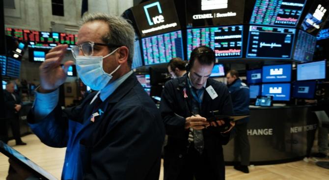 """Стойността на акциите на """"Уолстрийт"""" падна с 3%"""