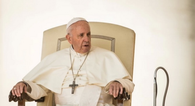 Папа Франциск  дарява 30 апарата за обдишване за борбата с коронавируса