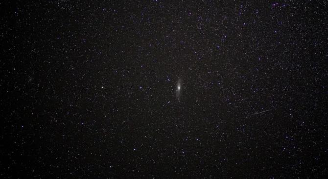 """Телескопът """"Хъбъл"""" засне разпадането на кометата Атлас"""