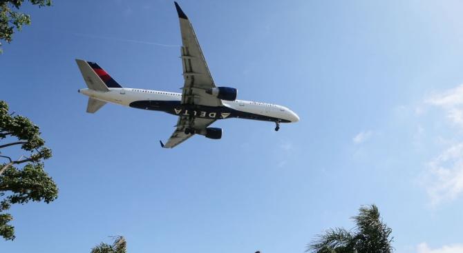 Аржентина забрани продажбата на самолетни билети до 1-ви септември. Това