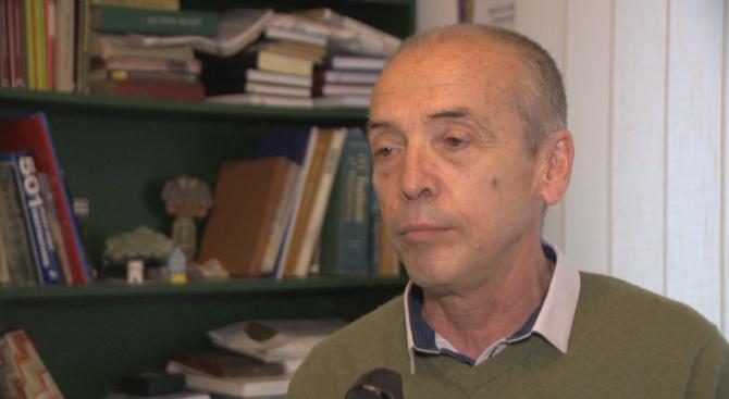 Доц. Мангъров за разхлабването на мерките: Решението на Борисов изисква здрави гащи