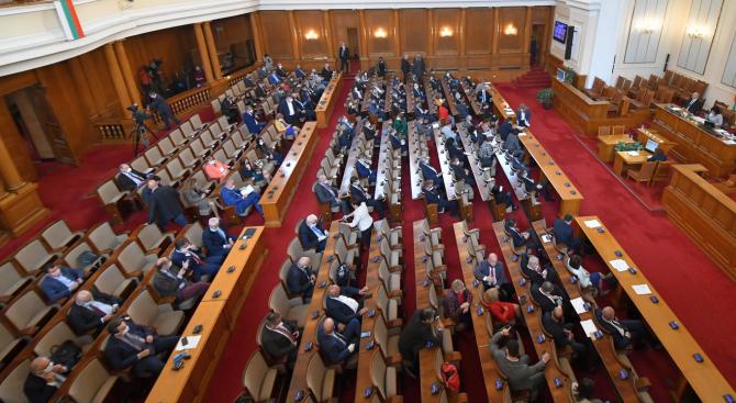 Депутатите се събират извънредно на 8 май