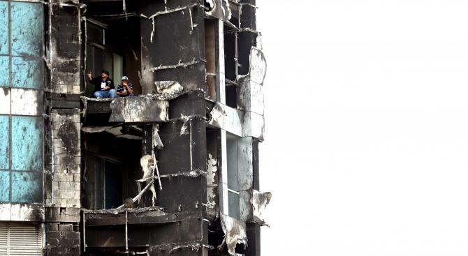 Най-малко 7 души пострадаха вчера при пожарв небостъргач в Шарджа