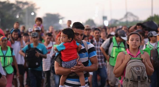 Съдът на ЕС нареди на Унгария да освободи бежанци, задържани на границата