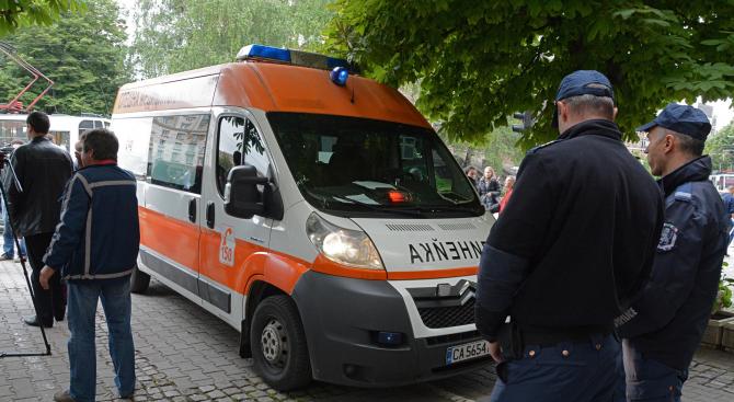 """15-годишно момче влезе в """"Пирогов"""" в тежко състояние след сбиване между тийнейджъри"""