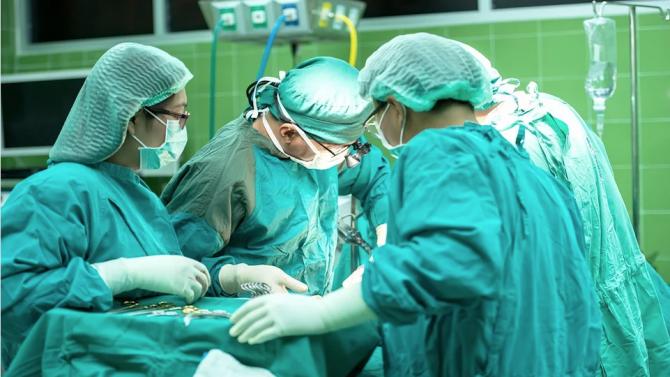 Лекари присадиха стволови клетки на новородено за възстановяване на черния дроб