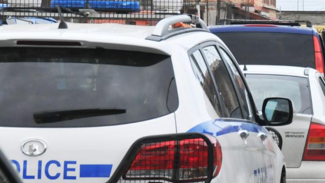 Полицията издирва мъж, катастрофирал с открадната кола в София