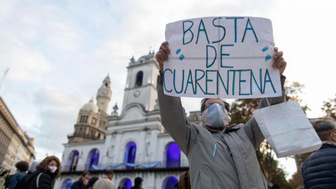 Демонстранти от целия политически спектър се събраха в редица градове