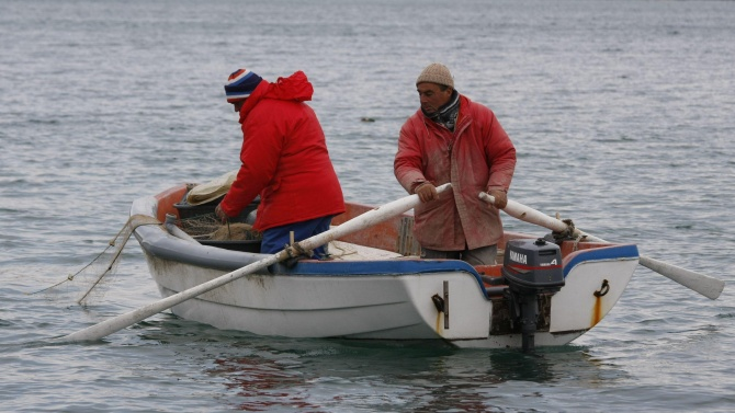 Служители на НСО спасиха бедстващи рибари