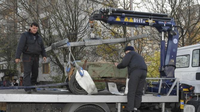 Паяк на Община Бургас вдигна каруца, движила се по пътищата на града