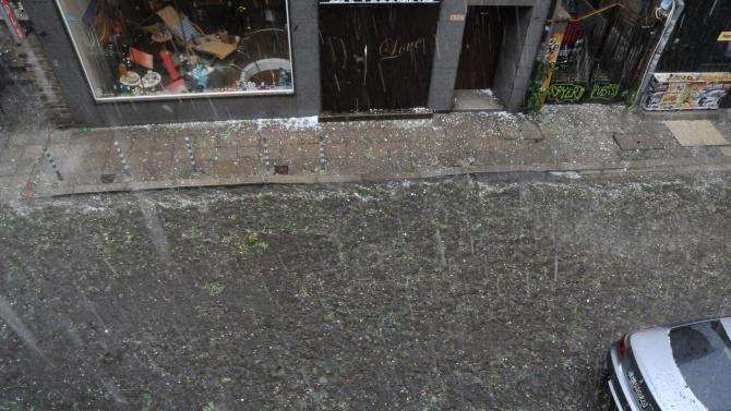 Проливен дъжд и градушки паднаха в София, Велико Търново и Раковски
