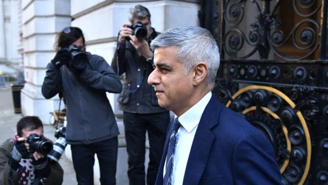 Кметът на Лондон намалява заплатата си заради кризата,  породена от коронавируса
