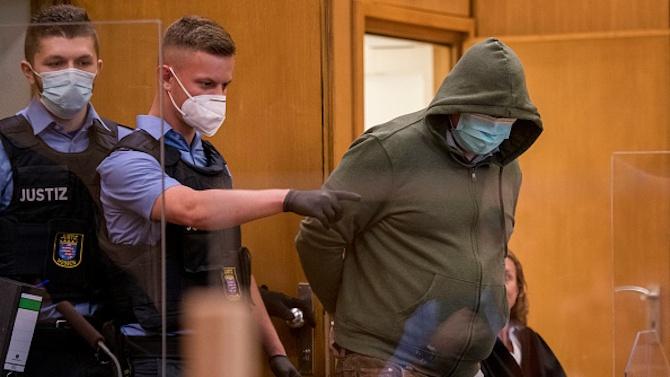 Десен екстремист, съден за убийството на германски политик, твърди, че се е радикализирал от бежанската криза