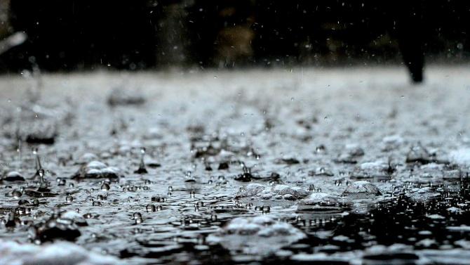 Облачно и дъждовно отново ще е днес. На места пак може да има градушки