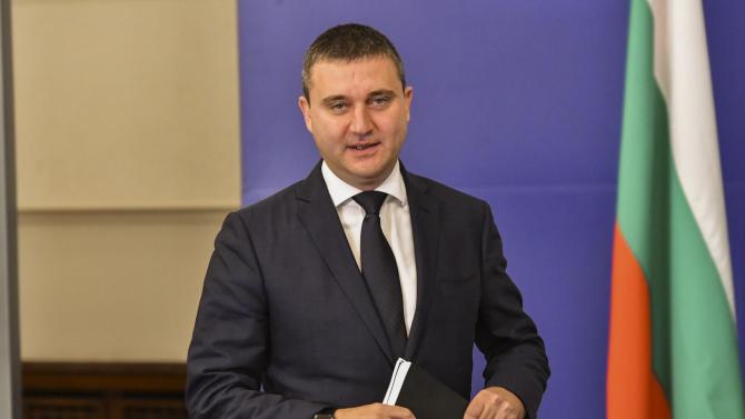 Министър Горанов разкри за още далавери и нарушения в ДКХ
