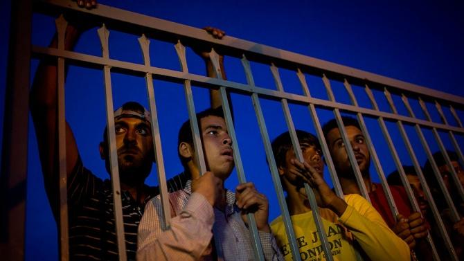 64-ма имигранти са арестувани до Струмица