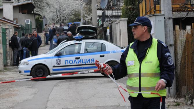 Двама се сбиха в Русе, скочиха и на полицаи