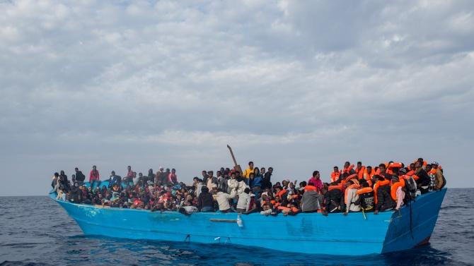 Над 70 мигранти акостираха на италианския остров Лампедуза