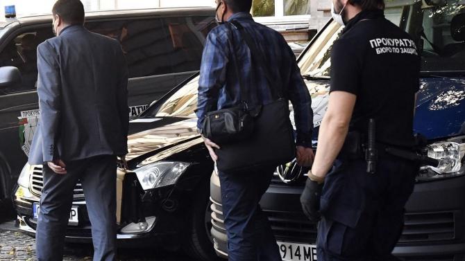 Узунов е задържан в 9-то РПУ, а Милушев е в 3-то. Акцията в президентството приключи