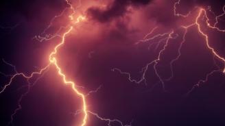 Жестока буря се изви над София, градът е под вода