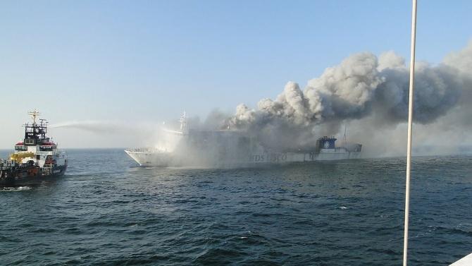Най-малко 7 кораба горяха в иранското пристанище Бушер