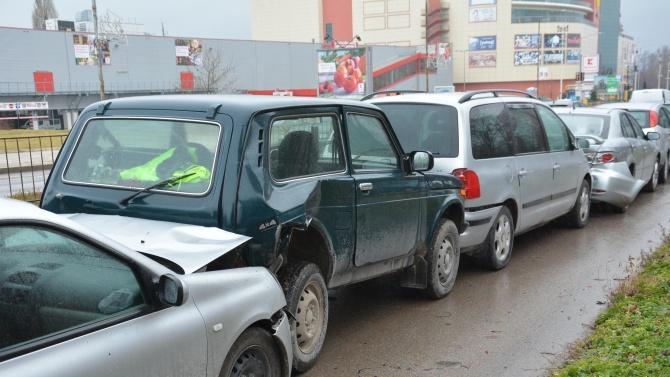 Верижна катастрофа в Пловдив, жена е ранена