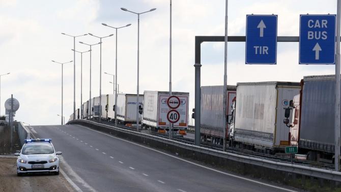 """Отлив на български туристи на """"Кулата"""" заради задължителните PCR тестове"""