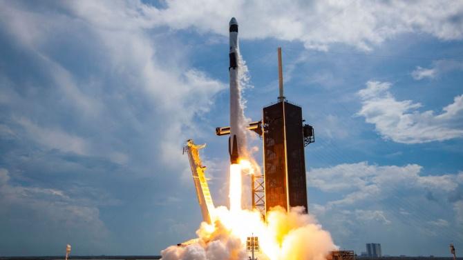 SpaceX изстреля ракета с комуникационен спътник за южнокорейската армия