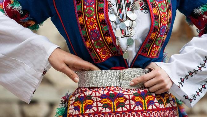 Изложба представя шевици от историята на Женски пазар