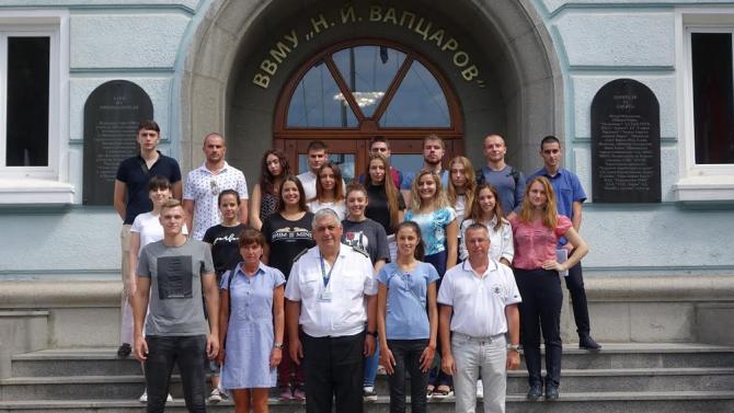 20 младежи са приети да се обучават за военен лекар