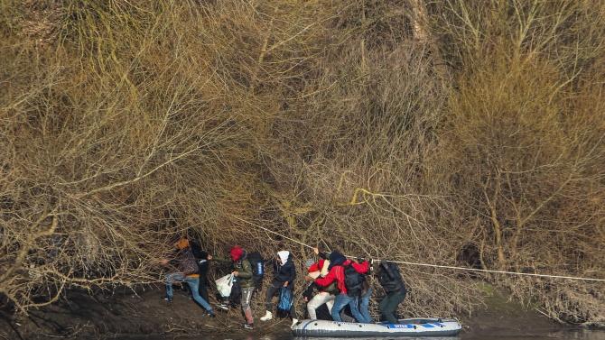 Турската брегова охрана спасила 74 мигранти в Егейско море
