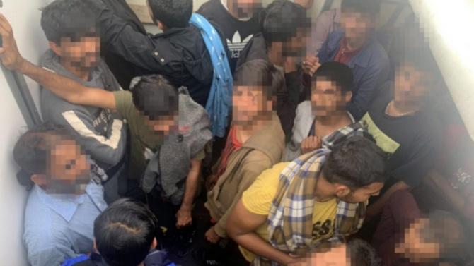 Словенската полиция залови 43 нелегални мигранти в български микробус