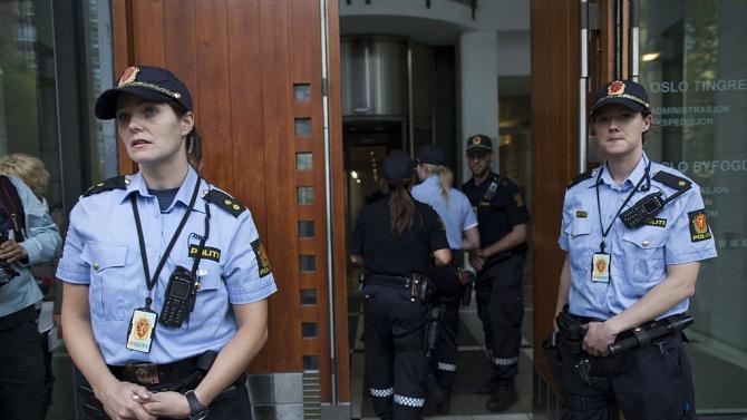 Жена рани няколко души с нож на централния площад в норвежкия град Берген
