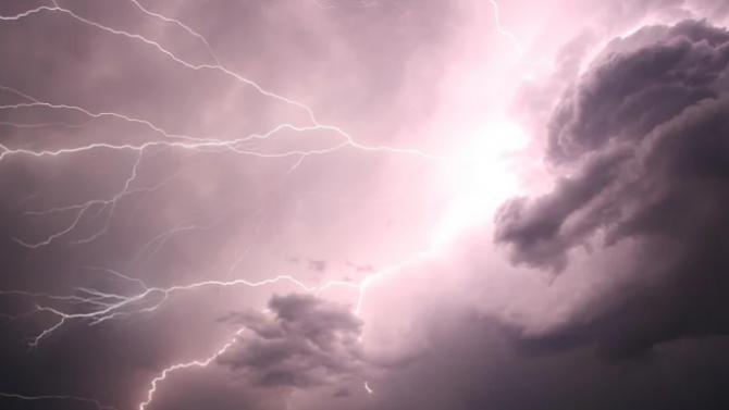 Предупреждение за интензивни валежи и гръмотевични бури в 9 области на страната