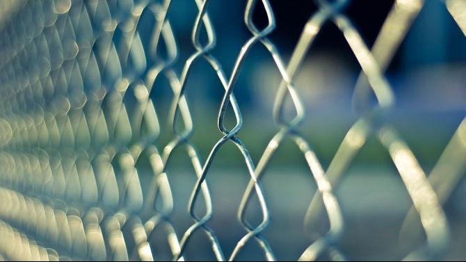 Сърбия вдига телена ограда на границата си със Северна Македония