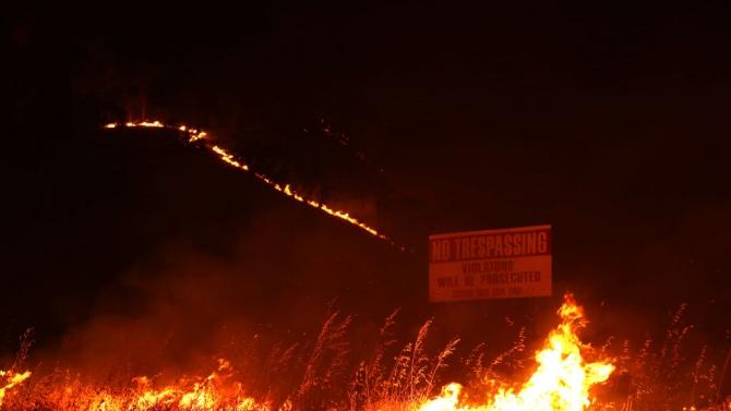 Евакуация на десетки хиляди души в Калифорния заради разрастващите се горски пожари