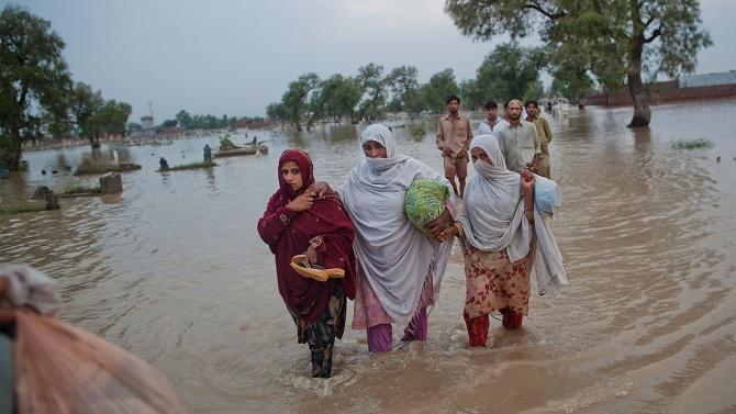 Порои взеха най-малко 90 жертви в Пакистан