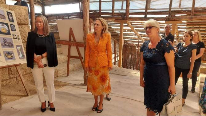 Вицепремиерът Марияна Николова посети забележителности край Старосел