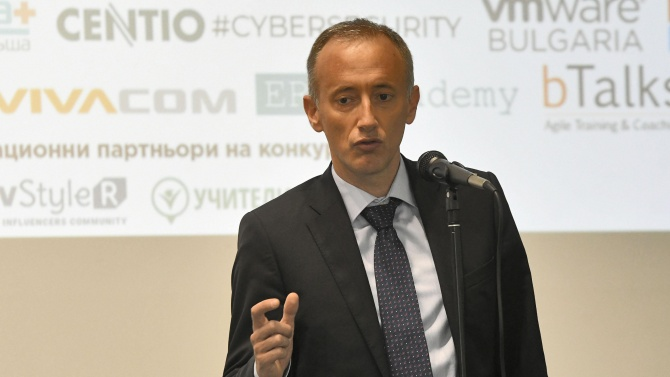 Красимир Вълчев категоричен: Няма планирано затваряне на училищата