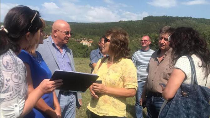Емил Димитров провери склад за пестициди край село Бели мел