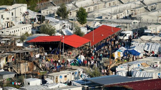 Започна операция на о-в Лесбос - местят бежанците в новия палатков лагер