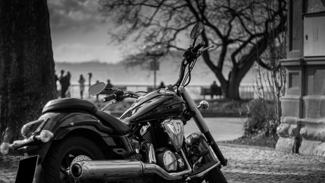 """Нощно каране в памет на загиналите мотористи под надслов """"Толерантност на пътя"""""""